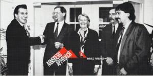 R.I. mit Bürgermeiser, Regierungspräsidentin, Tourismusdezernent und Flugplatzverwalter